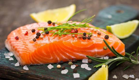 ăn cá hồi giúp bạn dễ ngủ