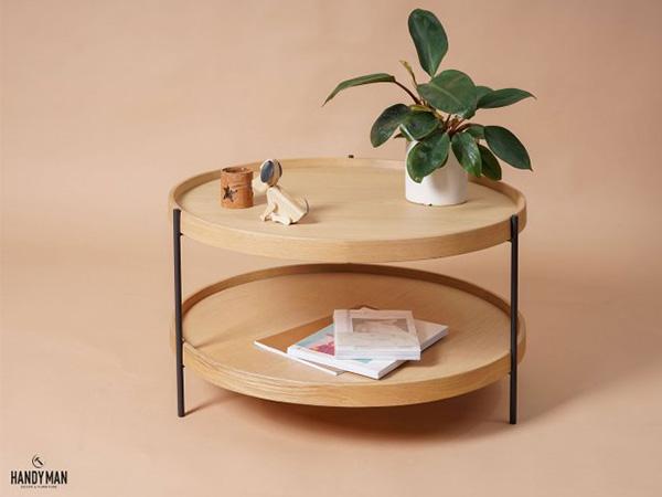 Mẫu bàn này được gia công trên chất liệu gỗ sồi và venner sồi bền chắc