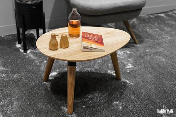 Đây là mẫu bàn trà sofa ba chân được làm từ chất liệu gỗ cao su cao cấp