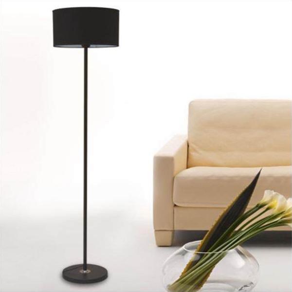 Chiếc đèn cây IKEA sang trọng và thanh lịch được phủ màu đơn tối giản